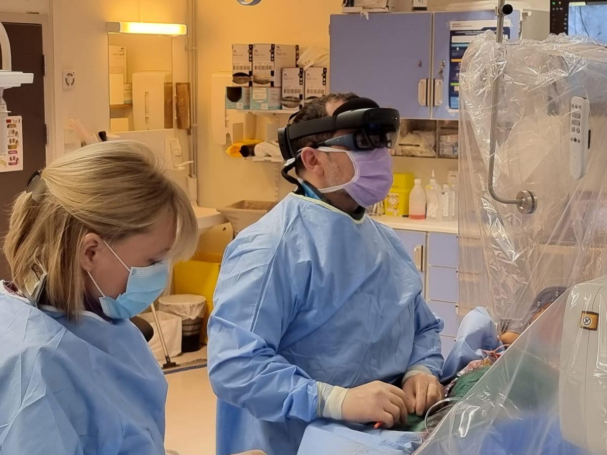Slobodan Calic utfører CTO PCI-prosedyre med hololensbriller