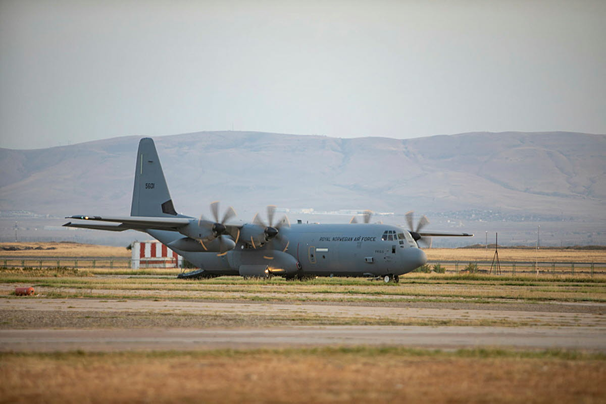 Illustrasjonsbilde av Soldater fra Brig Nord er på Tblisi Internasjonale flyplass og bistår iarbeidet med evakueringen av sivile ut av Kabul i Afghanistan. Her et C-130J Hercules fly fra 335 skvadronen i Luftforsvaret på veg til Kabul for og evakuere